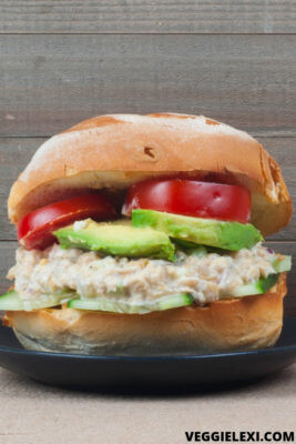 """Delicious and easy vegan chickpea """"tuna"""" salad. Perfect to make a yummy sandwich or bring a salad to the next level! #veggielexi #veganrecipes - by Veggie Lexi"""